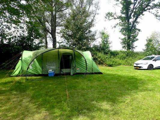 Tent op toeristisch veld!